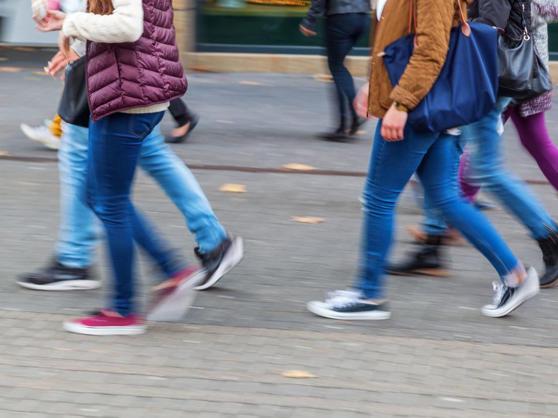 Künstlerische Fotografie von Fußgängern